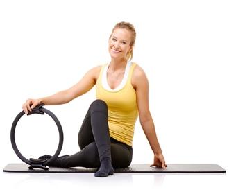 Kvinde med Pilates ring